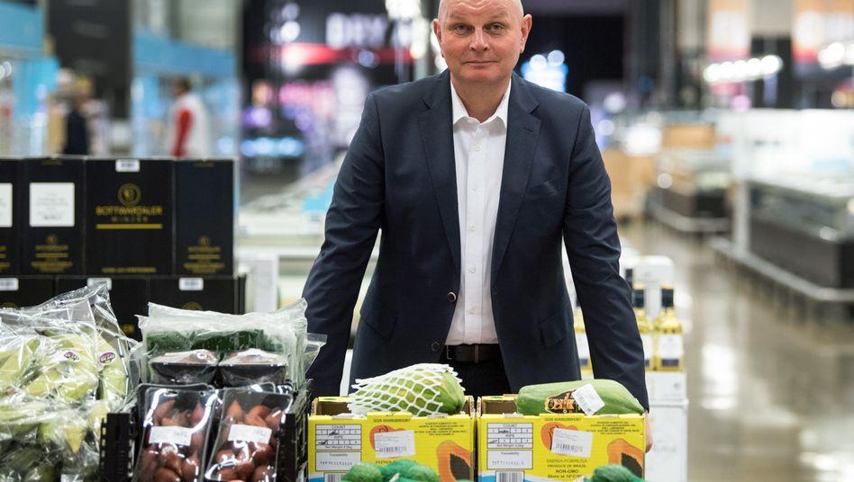 Metro-Chef Olaf Koch will den Handelskonzern zu einem reinen Großhändler umbauen. Das kostet Geld und auch im nächsten Jahr noch viel Arbeit