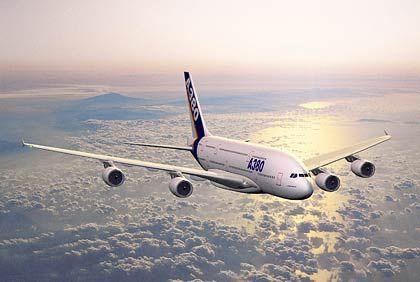 """""""Super-Airbus"""" A 380: Der doppelstöckige Jet soll 550 Passagiere über 14.000 Kilometer befördern. Der Gigant wird ab 2006 im Linienverkehr eingesetzt."""