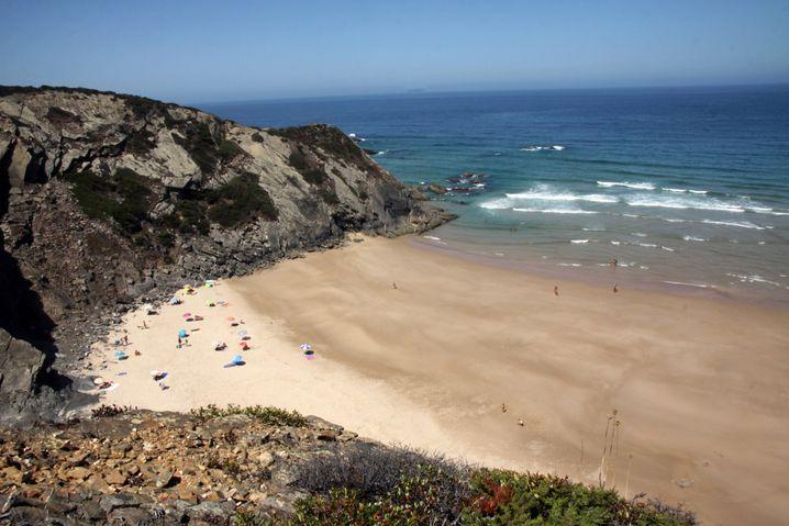 Die Wellen am Praia do Amado sind sehr abwechslungsreich, hier können sich Laien und Kenner auf den Brettern versuchen.
