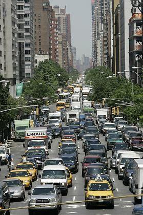 """""""Immer offensichtlicher werden die gravierenden Infrastrukturengpässe, unter denen die USA leiden, wie die jüngste Debatte über den Zustand der Straßen zeigt."""""""