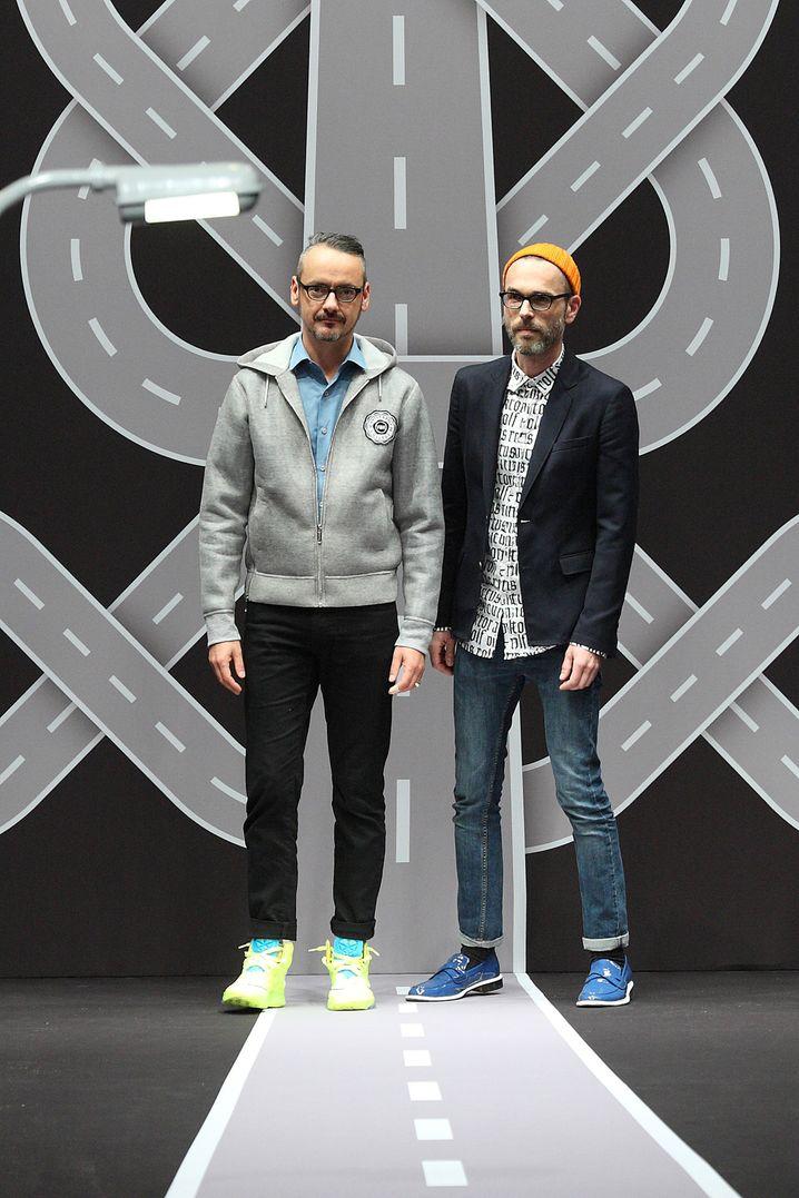 Viktor Horsting & Rolf Snoeren , beide 50, Kreativduo von Viktor & Rolf. Die 1993 gegründete Marke wurde mit avantgardistischen Designs bekannt. Seit 2015 bringen die Holländer nur noch Haute Couture, Brautkleider und Parfüms heraus