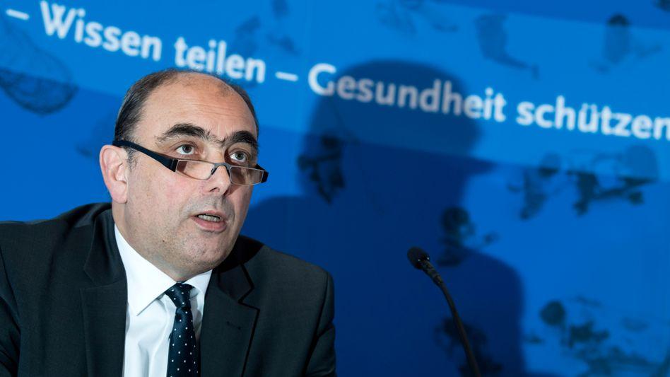 Lars Schaade, RKI-Vizepräsident, warnt vor einer vorschnellen Rücknahme aller oder eines großen Teils kontaktbeschränkender Maßnahmen.