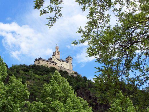 Erhaben: Die Marksburg in Braubach gilt als die einzige nie zerstörte Höhenburg am Mittelrhein