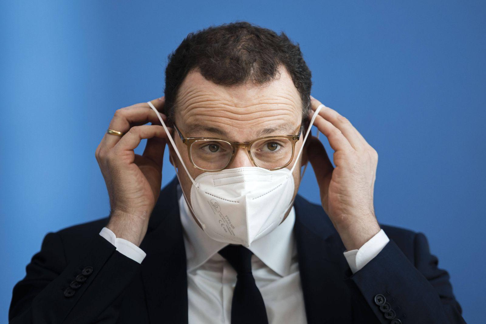 Jens Spahn, CDU, Bundesminister fuer Gesundheit, spricht in der Bundespressekonferenz zur Pandemielage im Lock down. Ber