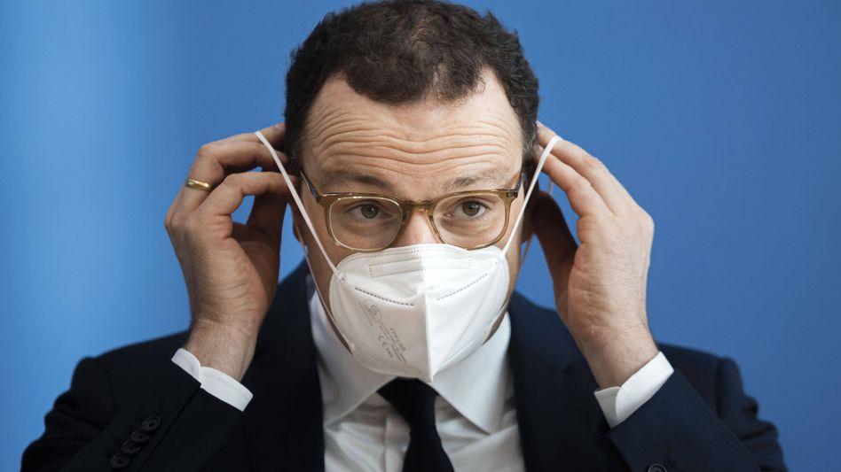 """Jens Spahn: Der Gesundheitsminister will die Bundesregierung, die Ministerpräsidenten der Länder und die Impfstoffhersteller zu einem Impfgipfel an einen """"Tisch"""" bitten"""