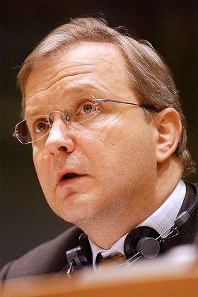 """""""Waldbrand"""" verhindern: EU-Kommissar Rehn stellt am Mittwoch Pläne vor, wie die Gemeinschaft die Spekulanten bekämpfen will"""