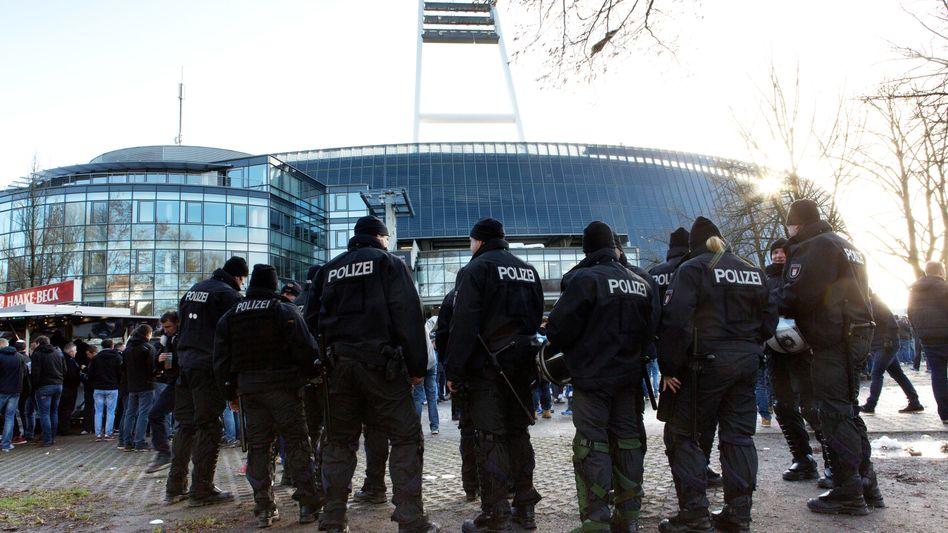 Nachhaltigkeit im Fußball: Viele Vereine haben ihre Spielstätten (hier das Bremer Weserstadion) mittlerweile mit Solarpanelen ausgestattet