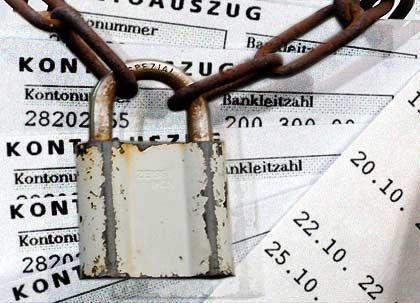 Schutz mit Schwachstellen: Ausländischen Behörden gelingt es immer wieder das Schweizer Bankgeheimnis aufzuweichen