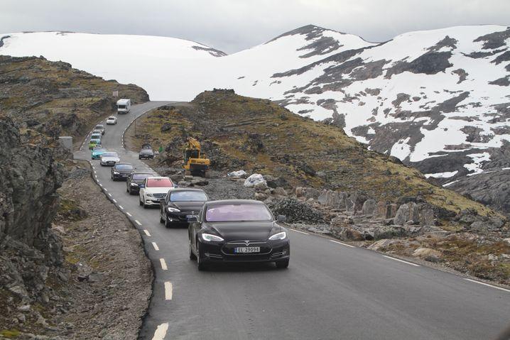 Elektroauto-Rallye am norwegischen Geiranger-Fjord