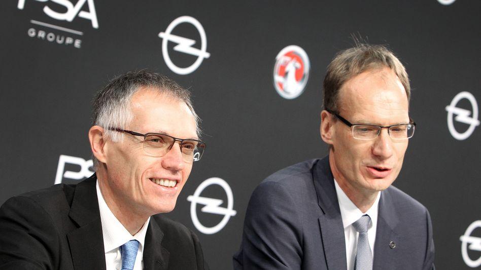 Der Chef und sein Opel-Chef: Carlos Tavares (l.) und Michael Lohscheller lassen die Zukunft von 1800 Opel-Mitarbeitern in Eisenach offen