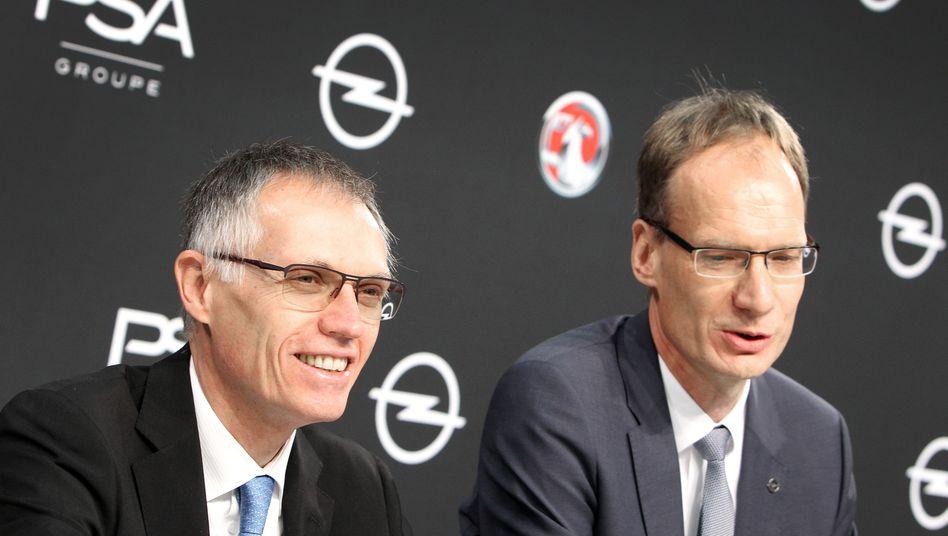 PSA-Chef Carlos Tavares (l.) und Opel-Chef Michael Lohscheller: Trotz Verlusten, der Mutterkonzern hält an seinem Gewinnziel für Opel fest