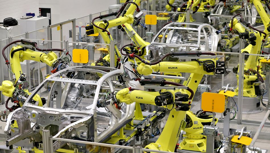 Roboter im Porsche-Werk in Leipzig: In deutschen Autofabriken drohen massive Überkapazitäten, warnt eine Studie