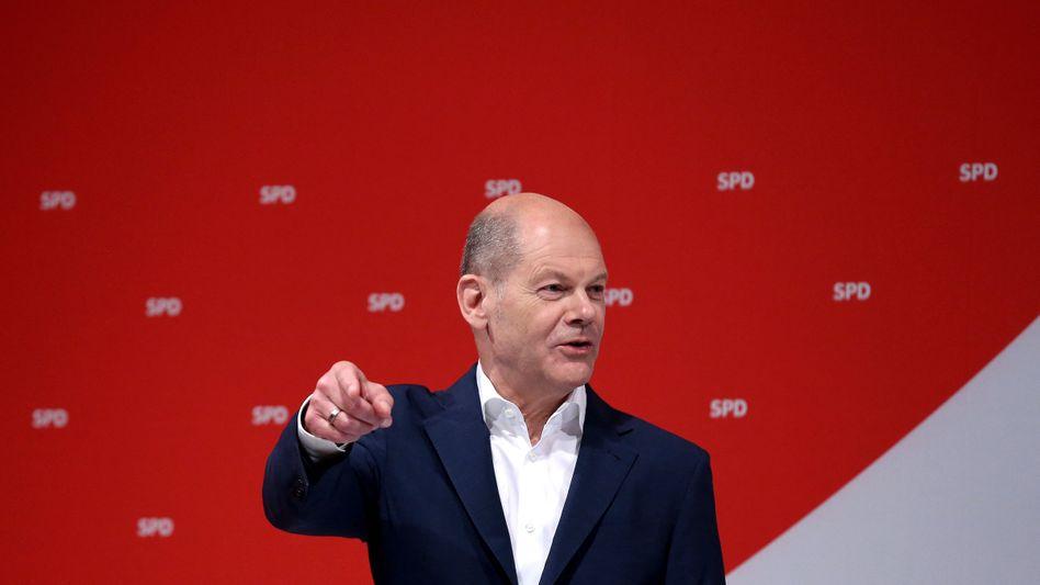 Olaf Scholz verspricht Abhilfe: Die nächste Legislaturperiode soll mit einer Einkommensteuer-Reform beginnen und somit auch die Besteuerung der Rentenbeiträge neu regeln, verspricht der Finanzminister. Ob er dann noch ein Amt bekleidet, steht auf einem anderen Blatt.