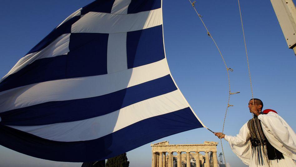 Griechische Flagge vor Akropolis: Anteile an Strom- und Wasserversorgen abstoßen