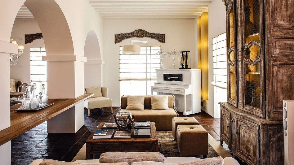 MODERNER RANCHSTYLE In der Lobby dominieren Holz und helle Töne