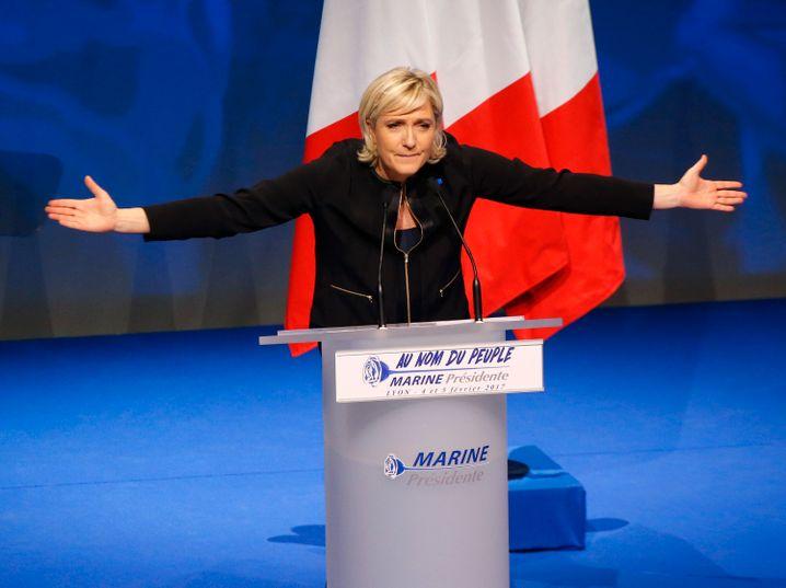 Marine Le Pen: Die Rechtskonservative könnte Präsidentin werden und würde dann Frankreich aus der Europäischen Union führen wollen