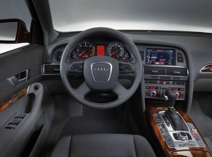 Übersichtlich:Cockpit des A6