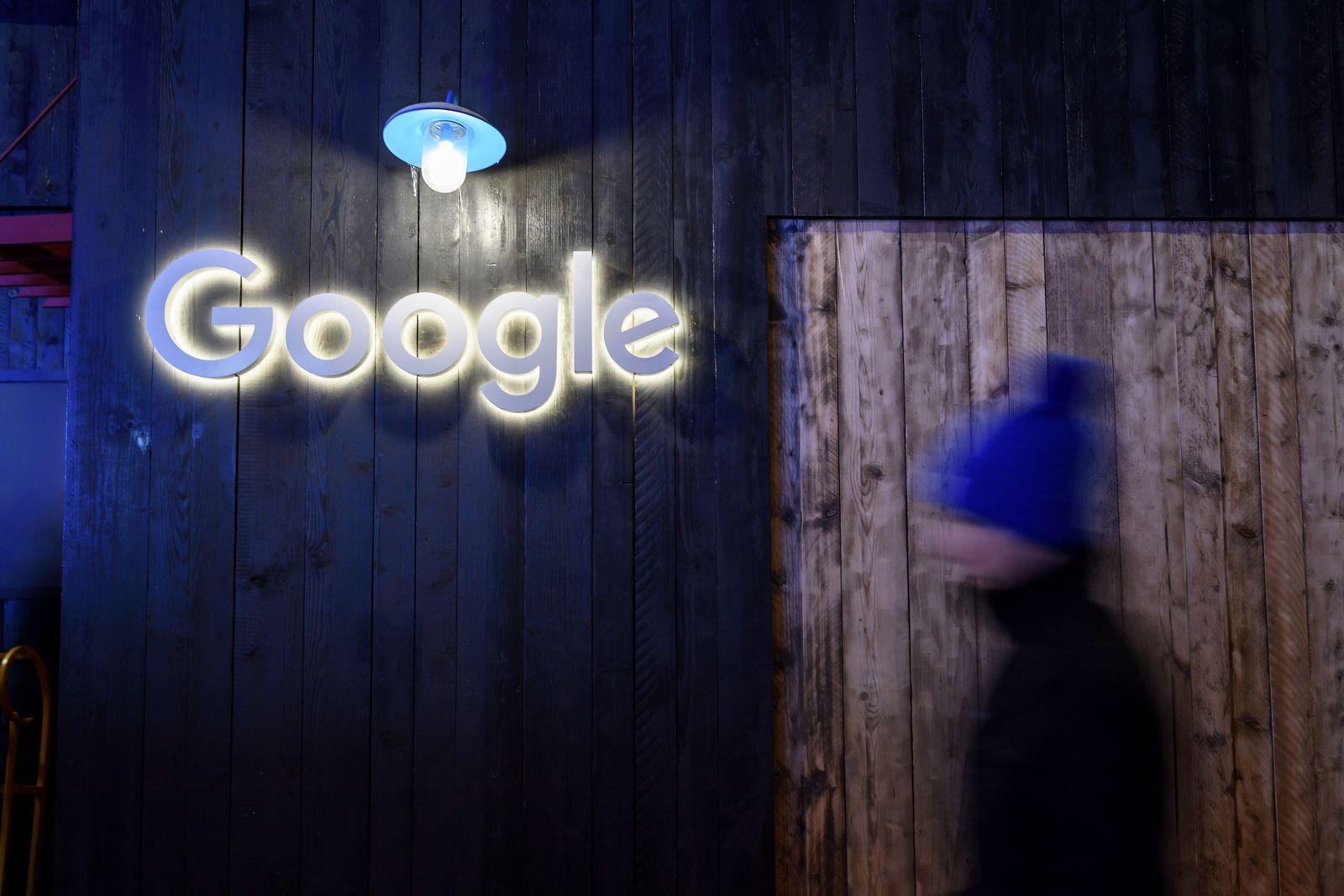 Google / Logo / Bretterwand