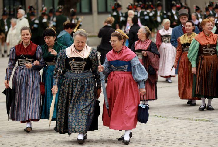 Das deutsche Klischee: Trachten auf dem Oktoberfest in München. Bodenständig ist das Land auch in Sachen Steuer