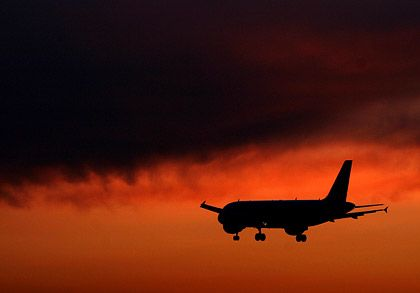 Düstere Aussichten: Der Luftfahrtverband IATA rechnet mit weiterem drastischen Jobabbau und Milliardenverlusten