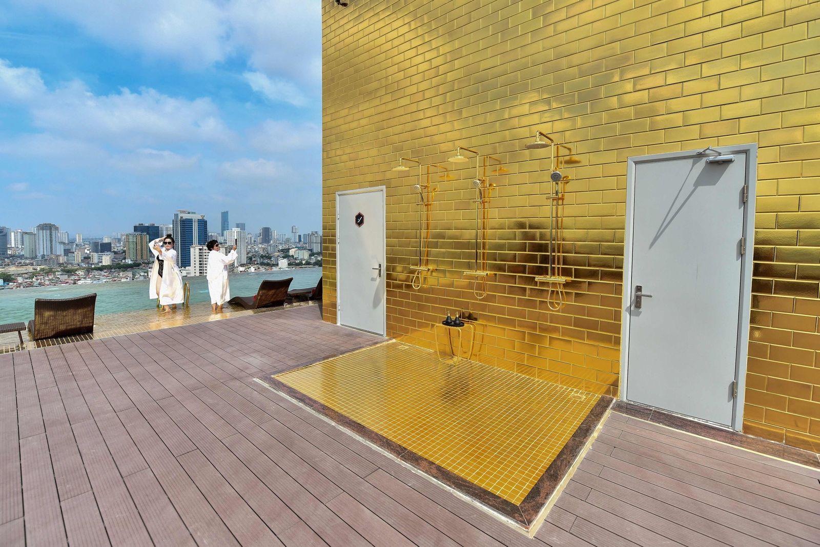 VIETNAM-ECONOMY-LUXURY-GOLD-HOTEL