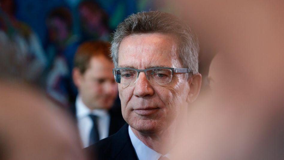 Rechtfertigung im Bundestag: Verteidigungsminister Thomas de Maizière
