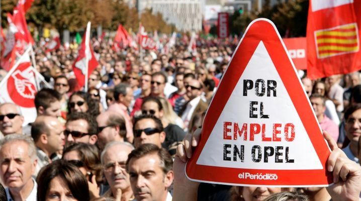 Die Opel-Beschäftigten in Saragossa stimmten jetzt einer Vereinbarung zu, die Mehrarbeit und eine gedrosselte Lohnentwicklung ermöglicht. Dafür zieht ab 2019 die Produktion des erfolgreichen Kleinwagens Corsa gänzlich nach Spanien