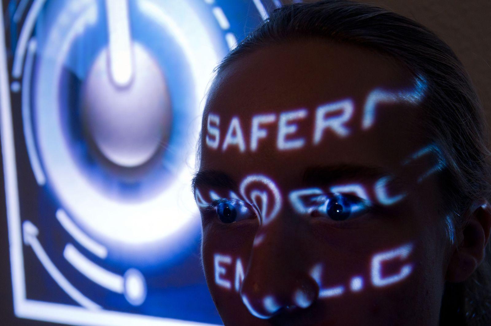 Symbolbild Cyberwar / Cyberkrieg / Cyber-Kriminalität