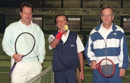 Welches Spiel spielte Siemens? Ex-Chef von Pierer (v.r.) mit dem ehemaligen argentinischen Präsidenten Menem und dem damaligen Bundesaußenminister Kinkel im Jahr 1997