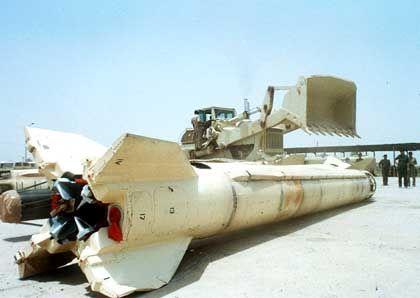 Keine Gefahr mehr: Eine irakische Scud-Rakete vor der Zerstörung