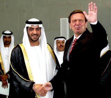 Gute Beziehung: Alt-Bundeskanzler Gerhard Schröder mit Scheich Hamdan bin Zayed Al Nahyan