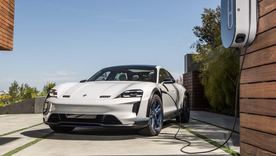 Porsche Taycan: Die hohen Investitionen in Elektroautos werden die Rendite laut Finanzchef Meschke nicht schmälern