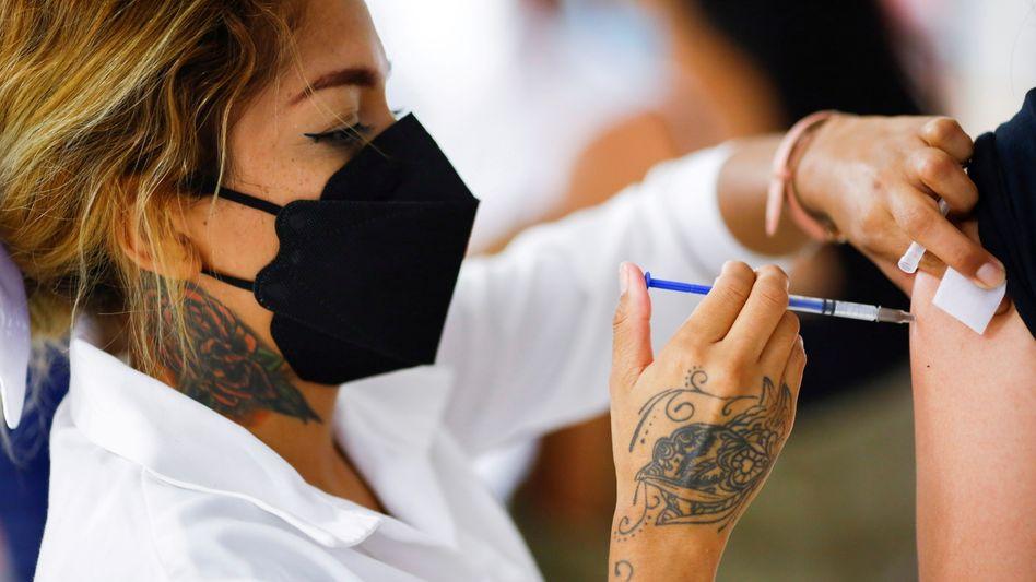 Produkt des Jahres: Betriebsimpfung mit dem Corona-Vakzin von Biontech und Pfizer beim Autozulieferer Lear im mexikanischen Ciudad Juarez