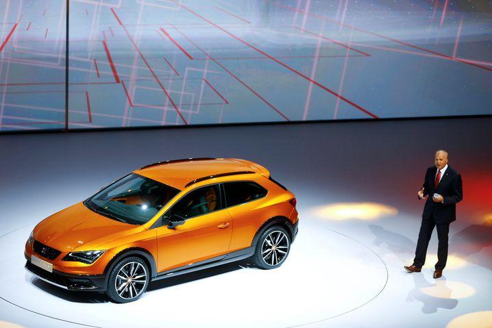 Seat-Chef Stackmann präsentiert den neuen Seat Leon Cross Sport
