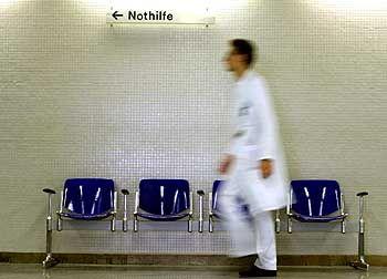 Arzt im Klinikum: Wer zur Verfügung steht, arbeitet