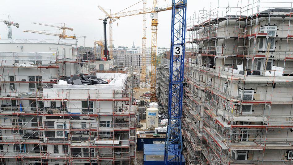 Wohnungsbau in Hamburg: Bundesweit fehlt es an bezahlbarem Wohnraum - vor allem in den Großstädten. Die Flüchtlingskrise verschärft das Problem. Der Bund will nun mit milliardenhohen und schnellen Steueranreizen den Wohnungsbau fördern
