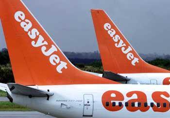 Hunolds Risiko: Die vergleichsweise finanzstarken Konkurrenten Ryanair und Easyjet rüsten zu einer Entscheidungsschlacht