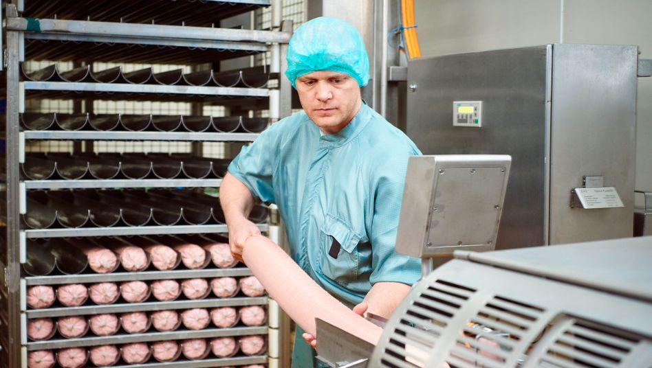 Veggie-Produktion bei Rügenwalder: Der Wursthersteller will den Anteil von vegetarischen und veganen Fleischersatzprodukten in den kommenden 3 Jahren kräftig ausbauen
