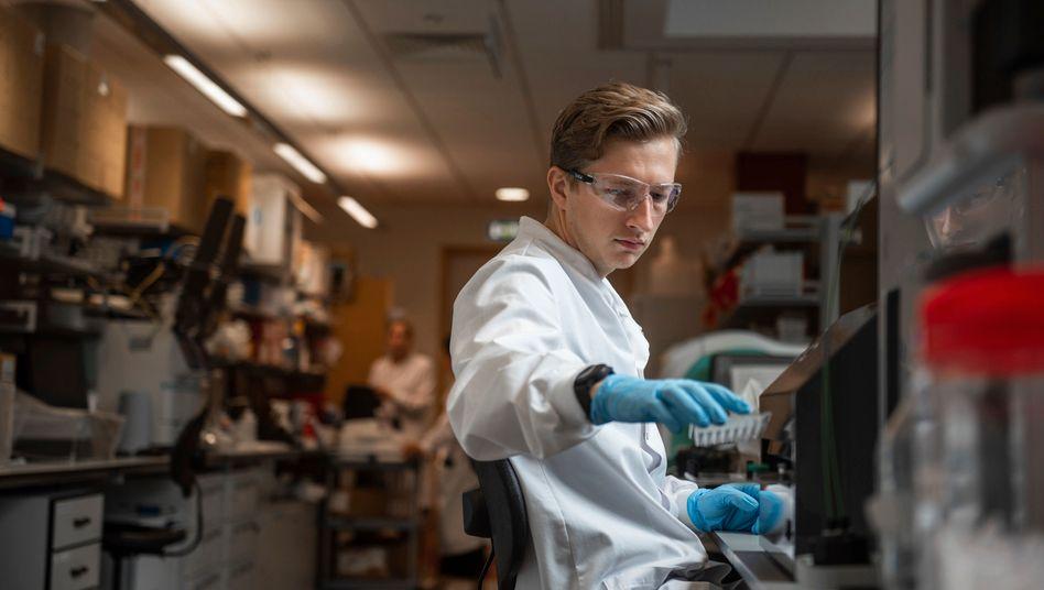 Restart: Der Impfstoff aus den Laboren der Universität Oxford soll neu getestet werden.