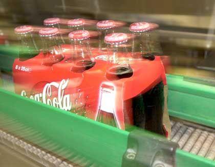 Coca-Cola-Produktion: Wenn die Börsianer von den kommenden Zahlen nicht enttäuscht sind - dann liegt es wohl vor allem daran, dass sie bereits mit Schlimmen rechnen