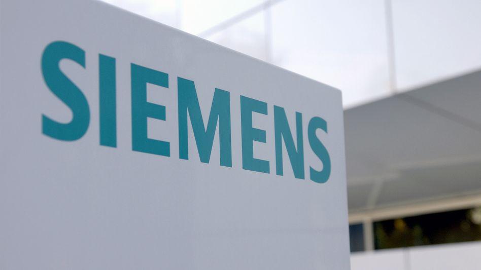 Siemens: 19 Milliarden Umsatz und eine Milliarde Gewinn im abgelaufenen Quartal. An dem Gewinnziel von 4 Milliarden Euro für 2013 hält der Konzern fest