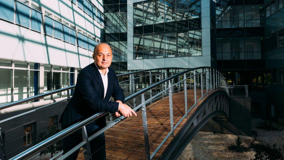 Forsch:Evotec forscht so erfolgreich, dassWerner Lanthalermehr verdient als alle Dax-Chefs (fast 14 Millionen Euro im Jahr 2019)