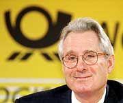 Post-Chef Klaus Zumwinkel blickt zufrieden auf das vergangene Geschäftsjahr zurück.