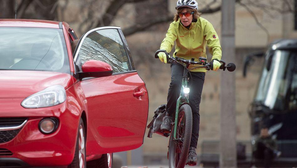 E-Bike-Fahrerin bei einem Sicherheitstraining: Der Verband BVZF wünscht sich eine Mobilitäts-Kaufprämie