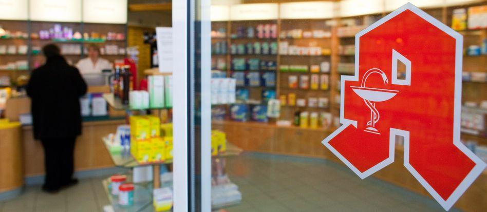 Vertrautes Symbol: Das bekannte Apothekenzeichen bekommt die Landbevölkerung immer seltener zu sehen