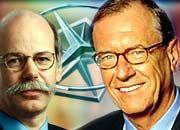 Sorgenkind und Hoffnungsträger: Konzernchef Schrempp (rechts) muss darauf setzen, dass sein US-Statthalter Zetsche Chrysler saniert
