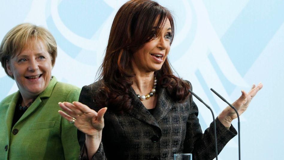 Kanzlerin Merkel und Argentiniens Präsidentin Kirchner (im Oktober in Berlin): Eigene Erfahrungen mit Schuldenkrisen