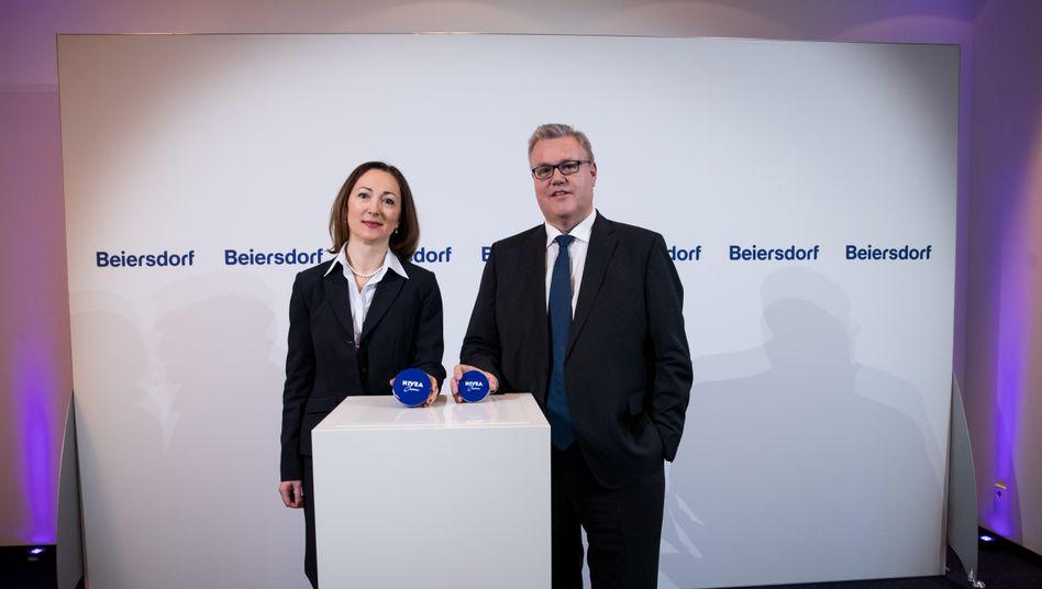 Trauerfall: Beiersdorf-Vormann Stefan De Loecker und Noch-Finanzchefin Dessi Temperley