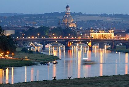 Glück im Unglück: Der Osten (hier ein Bild von Dresden) ist Experten zufolge weniger hart von der Krise betroffen als der Westen
