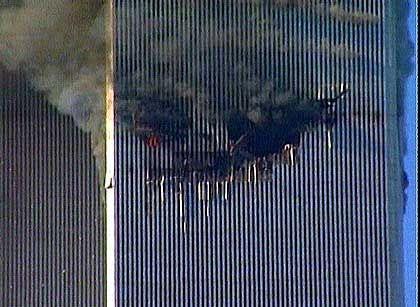 Nach dem Einschlag - zunächst brannten nur die 20 oberen Stockwerke